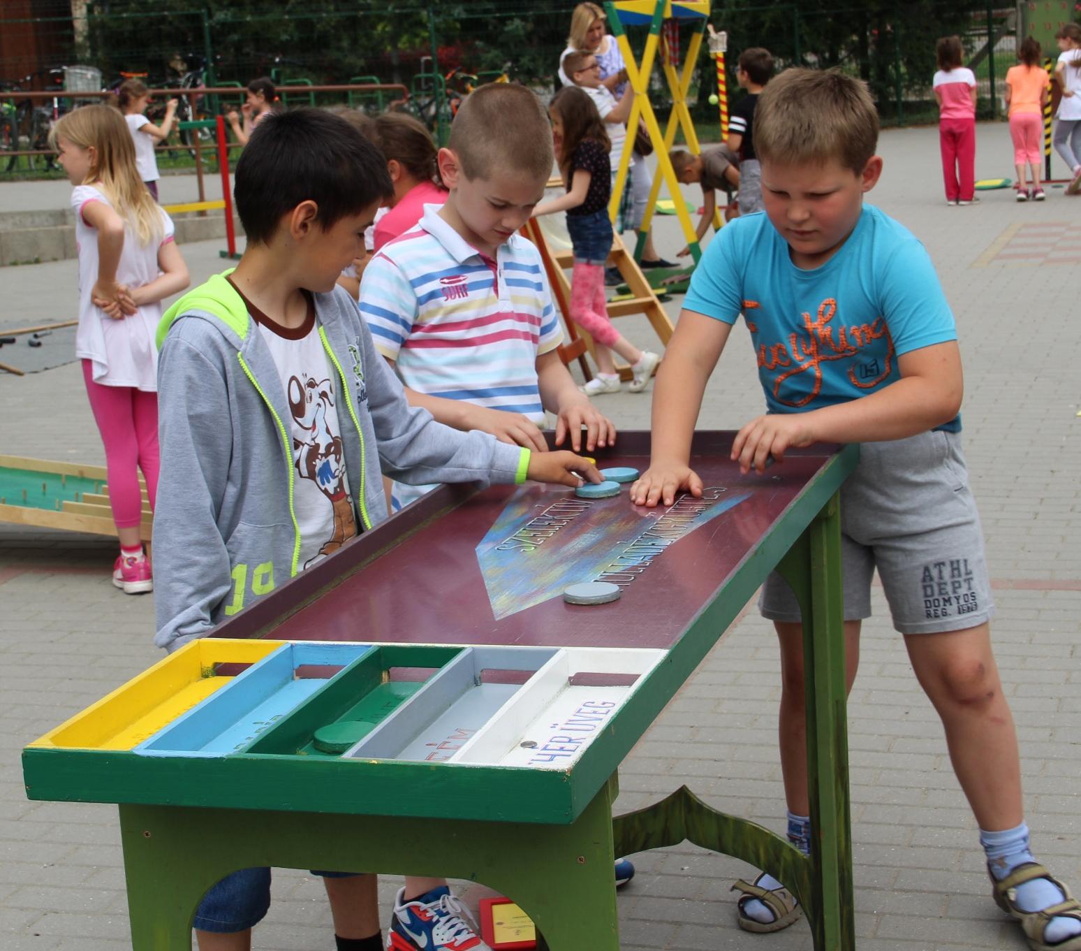 FURFANGOS CSUDAVILÁG - Játékos Tudomány kiállítások